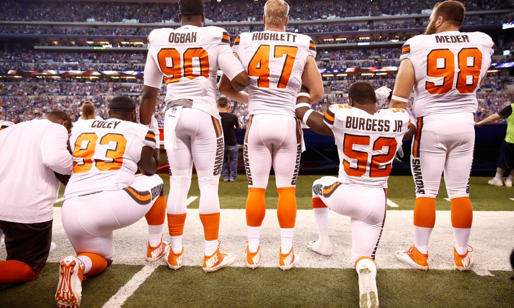 INDIANAPOLIS, IN - SEPTEMBER 24:  Members of the Cleveland Browns stand and kneel during the national anthem before the game against the Indianapolis Colts at Lucas Oil Stadium on September 24, 2017 in Indianapolis, Indiana.  (Photo by Andy Lyons/Getty Images) ORG XMIT: 700070631 ORIG FILE ID: 853037024